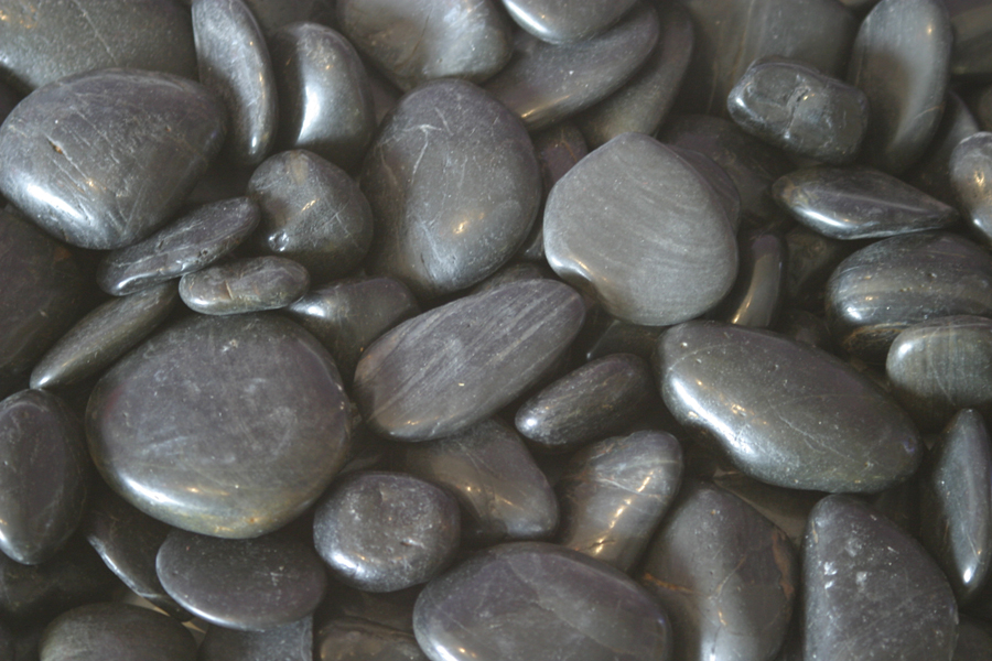 Le-Grande-Black-Pebbles