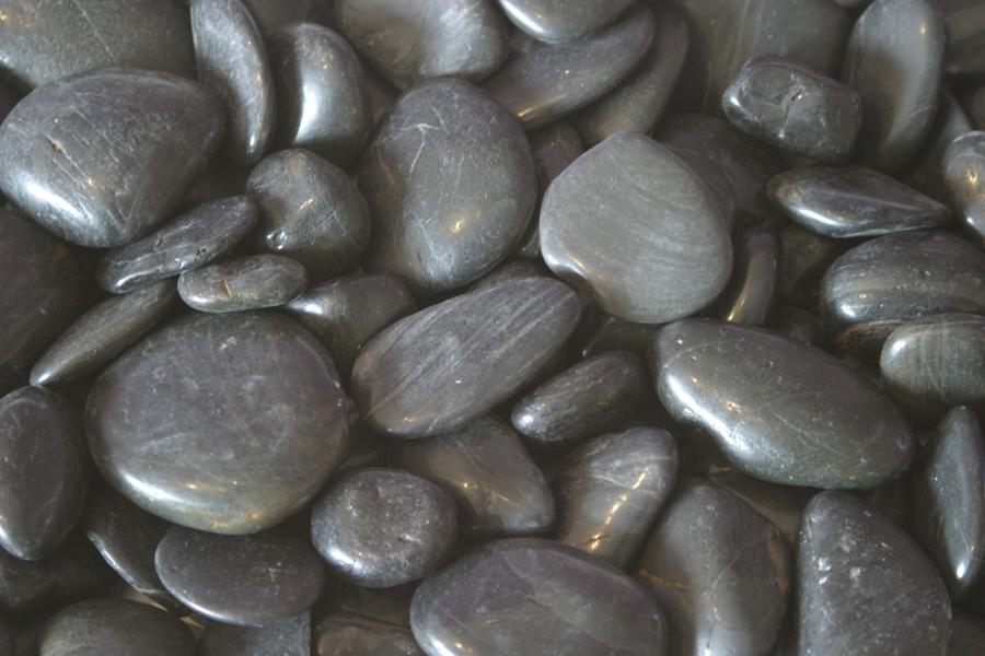 Le-Grande-Black-Pebbles